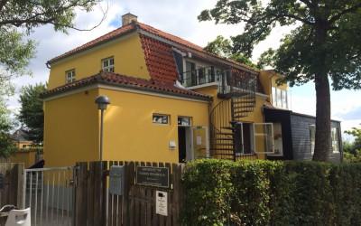 """Børnehuset """"84"""" står flot gul"""
